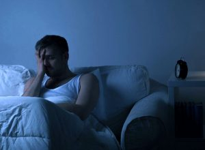 can arthritis cause stabbing knee pain at night